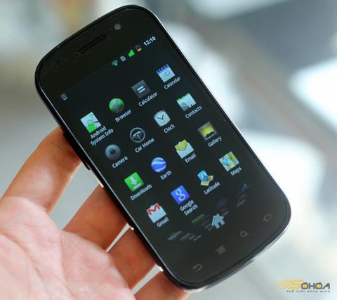 Nexus S với màn hình Super AMOLED. Ảnh: Quốc Huy.