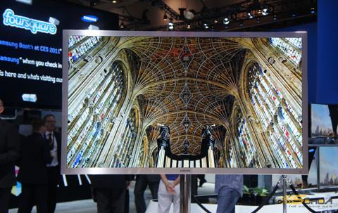 Mẫu HDTV LED 3D Full HD lớn nhất thế giới. Ảnh: Thanh Vân.