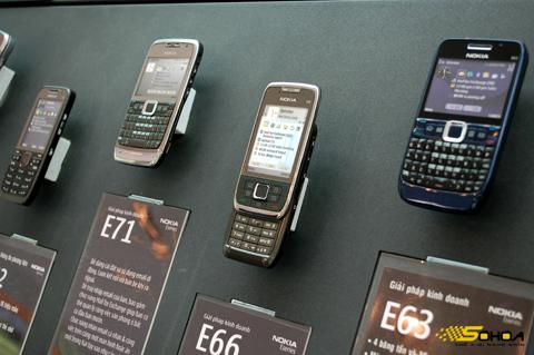 Điện thoại có thể giảm giá trong thời gian tới. Ảnh: Quốc Huy.