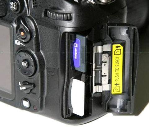 Nikon D7000 là DSLR đầu tiên hỗ trợ thẻ SD chuẩn UHS-I. Ảnh: Wareground.