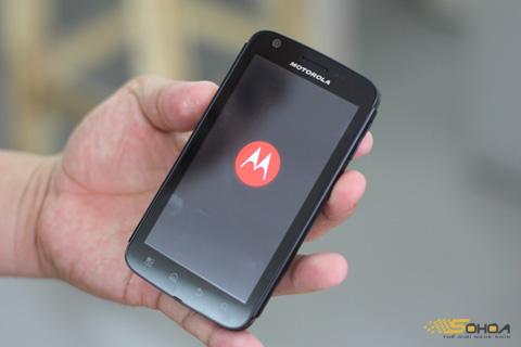 Máy khởi động với logo mới của Motorola.