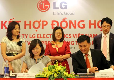 VnExpress ký kết với LG.