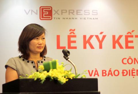 Phó Tổng biên tập VnExpress, bà Thang Bích Liên cho rằng, việc đưa trang web lên TV LG nhằm hỗ trợ khách hàng đọc tin nhanh hơn.
