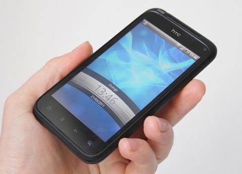 HTC Incredible S với mặt trước thiết kế đẹp, các phím bấm cảm ứng.