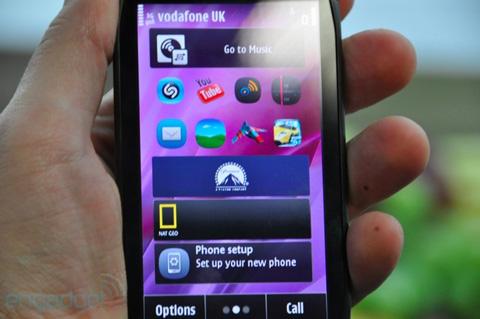 Các icon trên Symbian Anna thay đổi so với Symbian^3, nhưng cách bố trí, 3 màn hình Home vẫn được giữ nguyên.