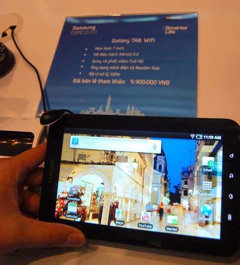 Galaxy Tab Wi-Fi có giá gần 10 triệu. Ảnh: Hà Mai.