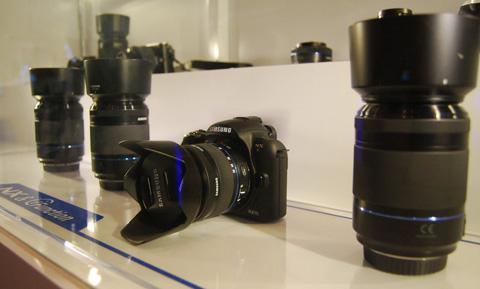 NX11, mẫu máy quay mới của Samsung.