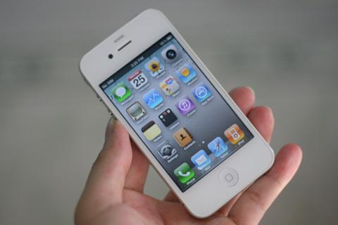 iPhone 4 màu trắng sẽ đến vào cuối tháng. Ảnh: Quốc Huy.
