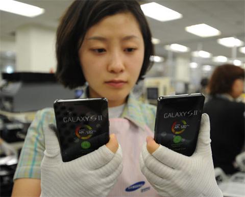 Galaxy S II với 3 triệu đơn hàng trên toàn cầu. Ảnh: Samsung Hubs.