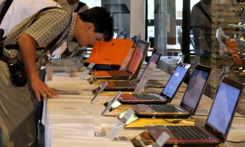 Đây đủ các phiên bản Asus 2011 sử dụng vi xử lý Intel Core i thế hệ hai.