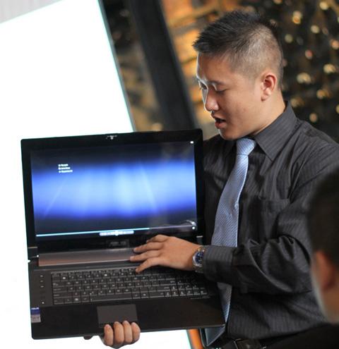 Asus cho biết, laptop của hãng sử dụng nhiều công nghệ mới về pin, đồ họa.