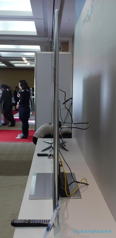 """Mẫu TV 3D """"khổng lồ"""" của Samsung có kiểu dáng siêu mỏng nhờ sử dụng màn hình đèn LED viền."""