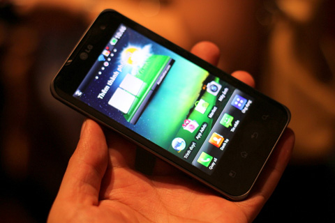 Optimus 2X sở hữu màn hình rộng 4 inch.