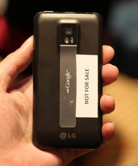 Model dùng chip lõi kép này hỗ trợ quay phim full HD.