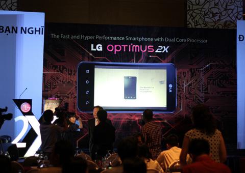 Đây là năm mà LG tiến mạnh hơn với nhóm sản phẩm giá cao, Optimus 2X, 3D, Black và mẫu máy tính bảng Optimus Tab cũng sẽ bán chính thức ở Việt Nam.