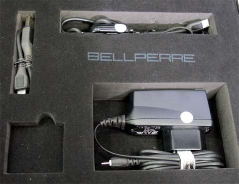 Dễ nhận thấy, đây là những sản phẩm của Nokia gồm sạc, dây kết nối USB, tai nghe.