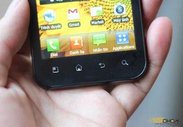 Phía dưới là 4 nút bấm cơ bản của Android.