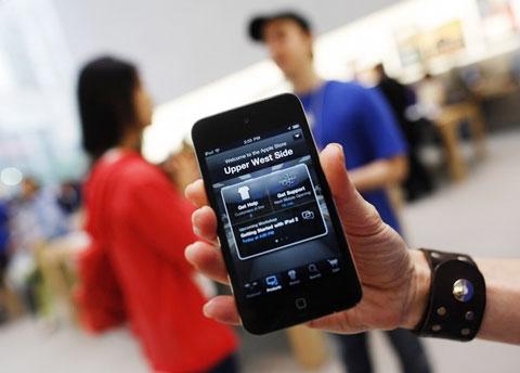 Chỉ trong nửa đầu năm nay, App Store đã có 5 tỷ lượt download. Ảnh: Reuters.