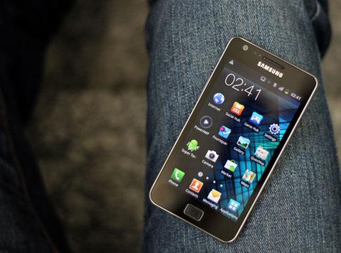 Galaxy S II rực rỡ với Super AMOLED Plus. Ảnh: Quốc Huy.