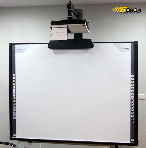 Hitachi CP-A220NM kết hợp với bảng tương tác StarBoard FX-77 là hệ thống trình chiếu lý tưởng cho việc thuyết trình.