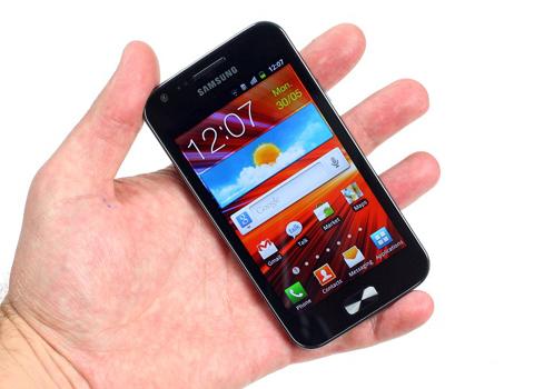 Máy có kích thước nhỏ hơn Galaxy S II.