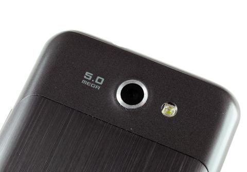 Máy ảnh 5 Megapixel, đèn flash LED.