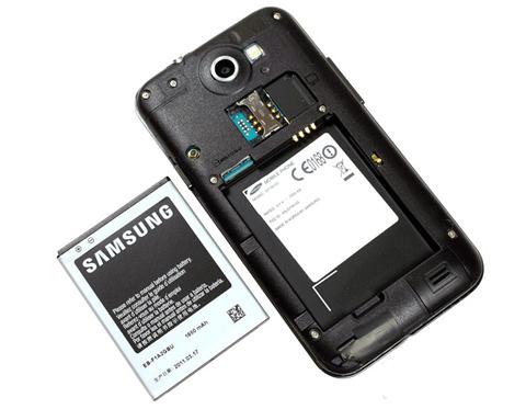 Pin tương đương Galaxy S II, 1650 mAh.