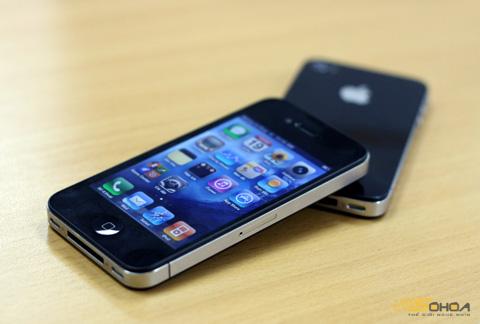 iPhone 4 vẫn bán tốt, dù ra mắt hơn một năm. Ảnh: Quốc Huy.