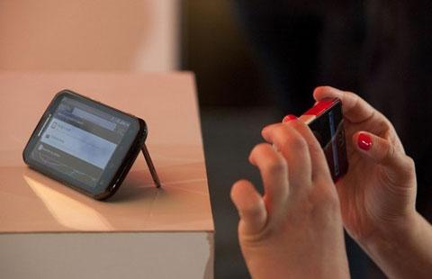 Một mẫu smartphone của Motorola dự kiến ra mắt nửa sau năm nay. Ảnh: Reuters.