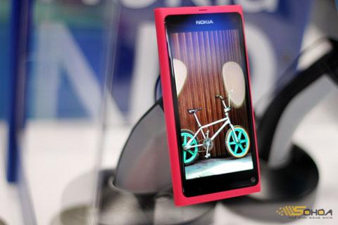 Nokia N9 sẽ bán cuối tháng 9, đầu tháng 10. Ảnh: Quốc Huy.