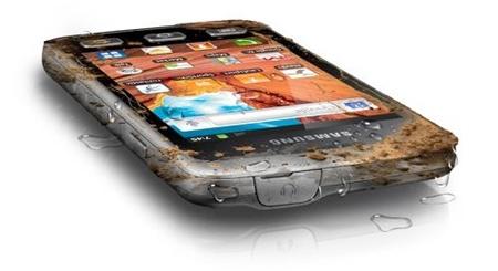 Các hãng điện thoại đang bổ sung thêm dòng 'nồi đồng cối đá'.