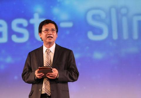 Ông Nguyễn Văn Đạo phát biểu tại sự kiện ra mắt Galaxy S II tháng trước. Ảnh: Quốc Huy.