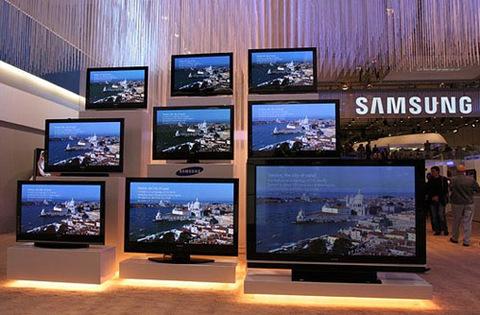 Các thương hiệu Hàn Quốc ngày càng mạnh ở thị trường TV LCD. Ảnh: Resettreset.