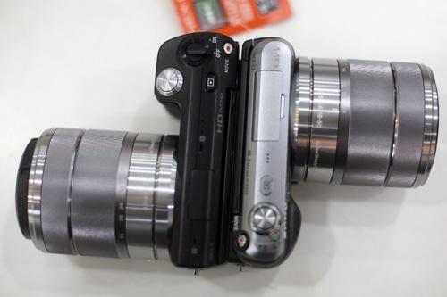Nex-C3 bên trái so sánh với NEX-5 bên phải. Ảnh: Hiển Xăm.