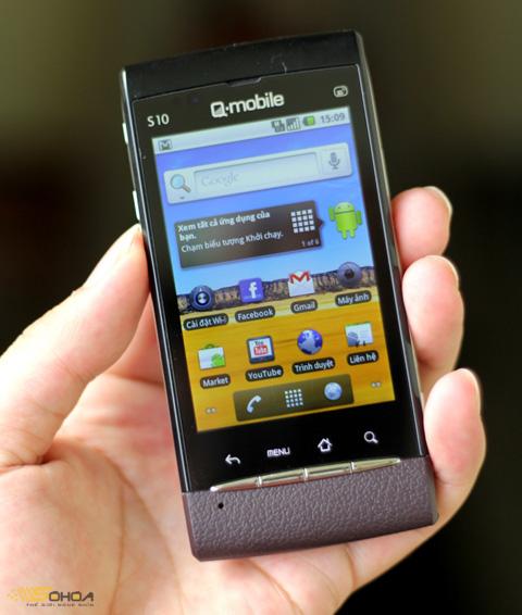 S10 chạy Android 2.2 là điện thoại thương hiệu Việt. Ảnh: Quốc Huy.