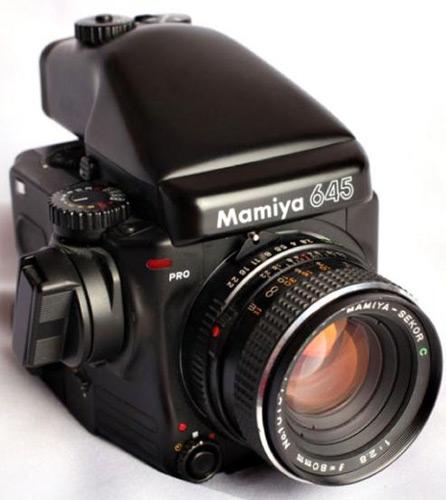 Mamiya 645 Pro thiết kế chắc chắn.