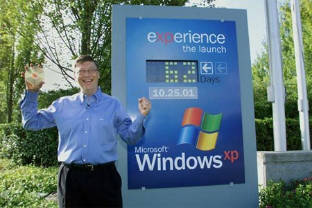Bill Gates, đồng sáng lập Microsoft, trong lễ ra mắt Windows XP.