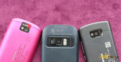 """701 có máy ảnh 8 Megapixel, hai đèn flash LED, còn hai model còn lại là camera 5 """"chấm"""" với flash LED đơn."""