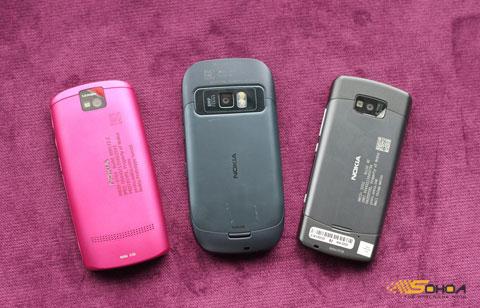 Mặt sau bộ ba Symbian Belle.
