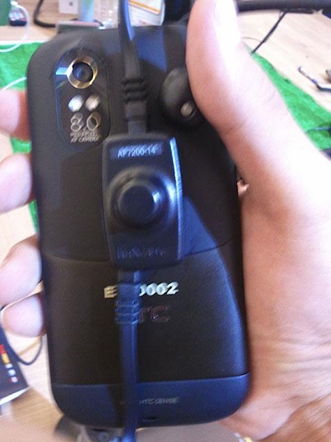 Máy ảnh 8 Megapixel phía sau.