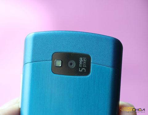 Máy ảnh 5 Megapixel với đèn flash LED.