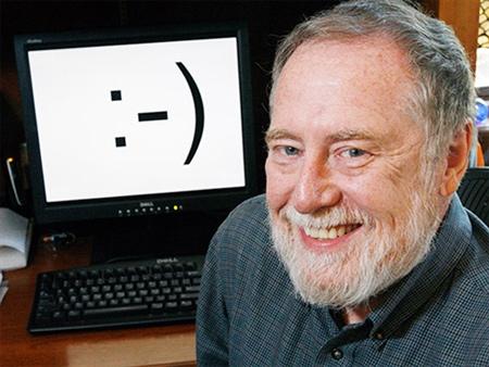 Scott E. Fahlman bên phát minh tưởng chừng như nhỏ bé nhưng quan trọng trong kỷ nguyên số của ông.