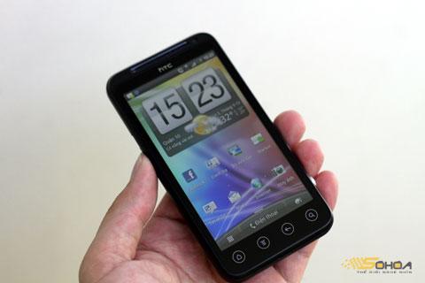 EVO 3D sở hữu màn hình 4,3 inch, công nghệ LCD 3D không cần kính.