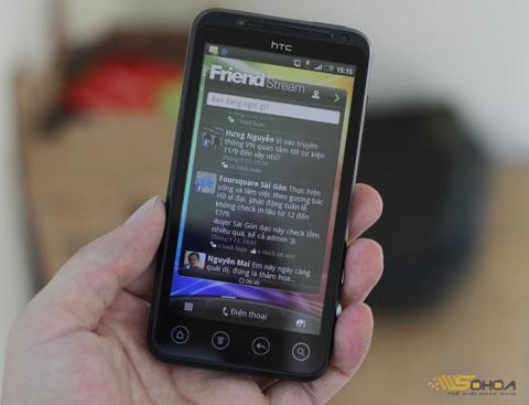 Cập nhật các tài khoản mạng xã hội từ màn hình Home.