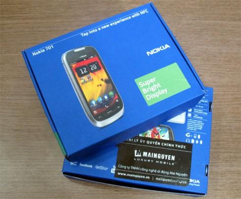 1000536000_Nokia-701-Unbox_1.jpg