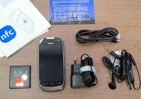 1000536000_Nokia-701-Unbox_2.jpg