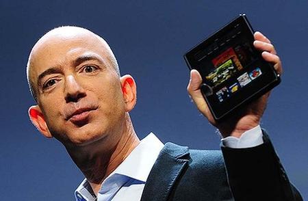 Jeff Bezos công bố Amazon Kindle Fire - sản phẩm sẽ làm nhiều hãng sản xuất tablet cảm thấy như đang ngồi trên đống lửa. Ảnh: AFP.