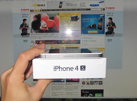 Mẫu di động này sẽ bán ra các Apple Store trong hôm nay.