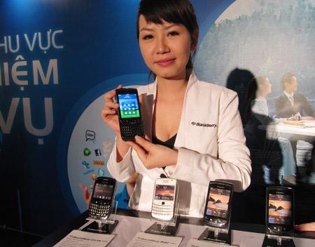 MobiFone và RIM cung cấp gói dịch vụ BIS/BES trên ba dòng máy BlackBerry tại Việt Nam. Ảnh: P.T.