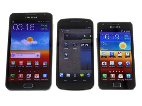 Galaxy Nexus (giữa), bên cạnh hai mẫu smartphone ra mắt trước đó của Samsung là Galaxy Note và S II. Ảnh: GSM Arena.